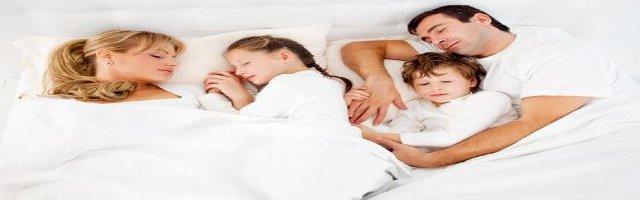 a letto con i genitori