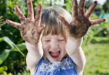bambina-mani-sporche